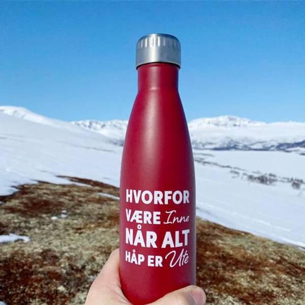 Bilde av Termoflaske rød, hvorfor være inne når alt håp er