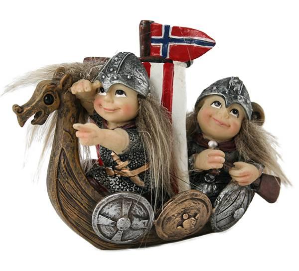 Bilde av Vikingbarn i båt med flagg