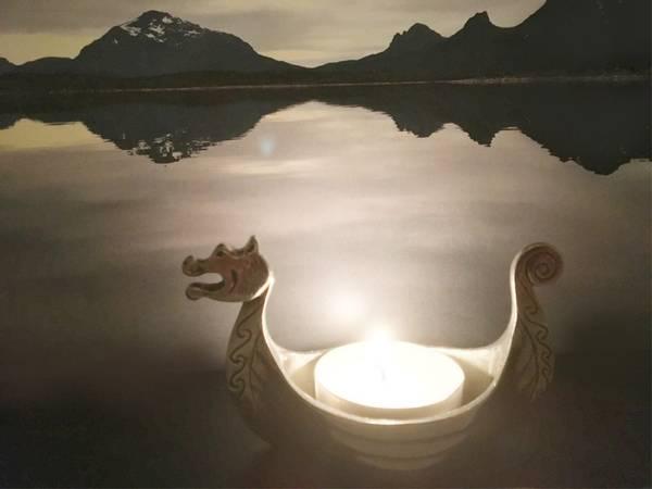 Bilde av Vikingskip med telys Tinn-Per